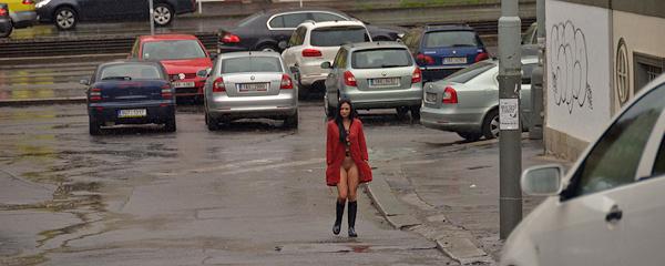 Adela – Spacer w deszczu
