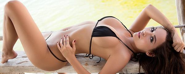 Adrienn Levai w bikini