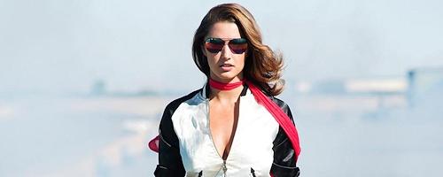 Alyssa Arce na torze wyścigowym