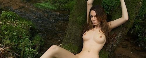Anna Leah w lesie
