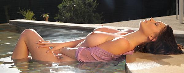 Antonia w basenie