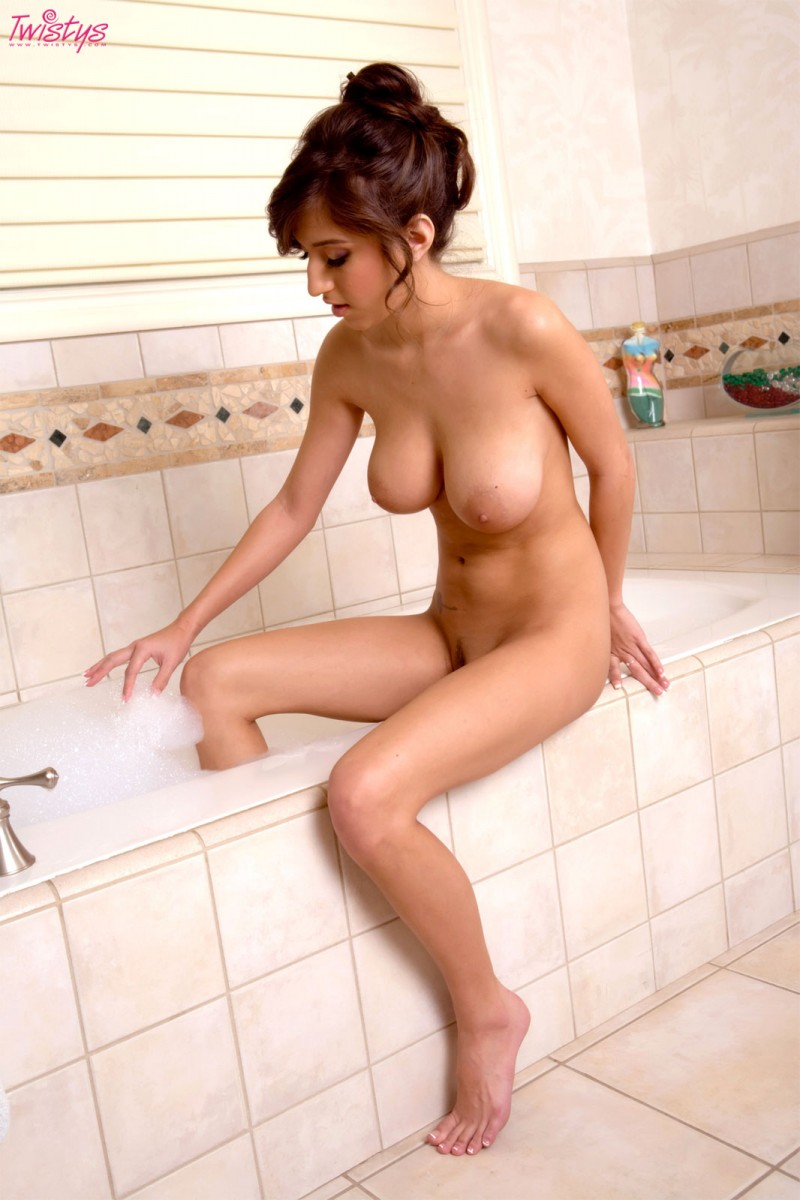 Bathing naked girls porn photo