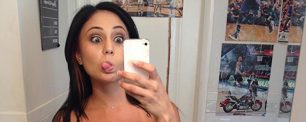 Ariana Marie – Selfiki przed lustrem