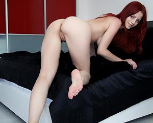 ariel-a-redhead-black-sheets-naked-metart