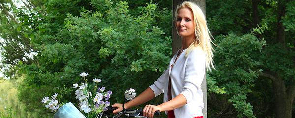 Ashley Perry – Przejażdżka na rowerze