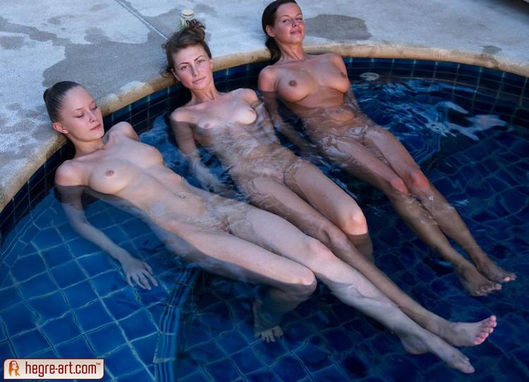 Три сексуальные девушка в бассейне Эротика и порно фото, порнуха,секс фотки