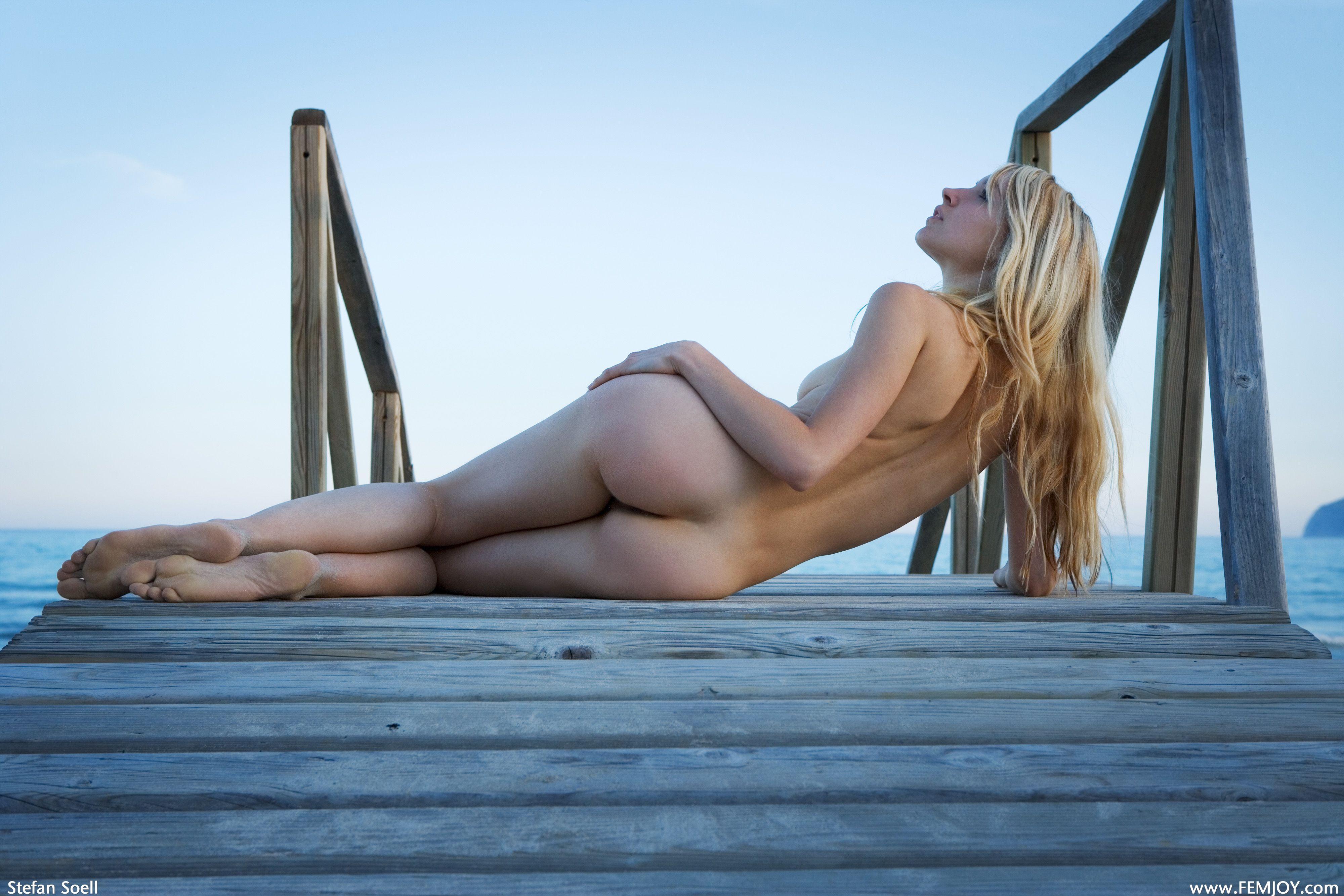 Фото голых девушек сзади блондинки 23 фотография