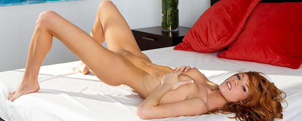 Bree Morgan w sypialni