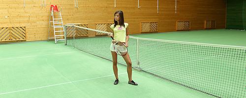 Caprice na krytym korcie tenisowym