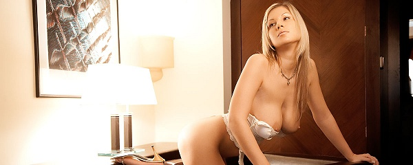 Carol Goldnerova na fotelu
