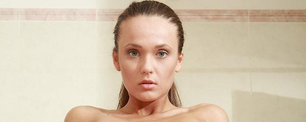 Chantelle pod prysznicem