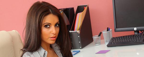 Charlotte Springer w biurze