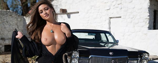 Chelsie Aryn i Cadillac De Ville