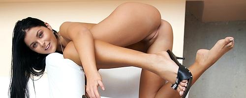 Christina Jolie na fotelu