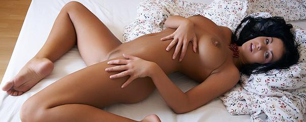 Christina Jolie w sypialni