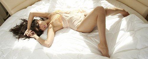 Cofi Milan w okrągłym łóżku