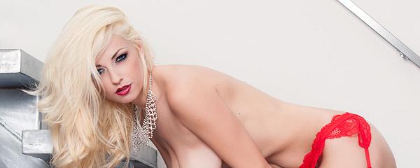 Danielle Trixie – Czerwone szpilki i pończochy
