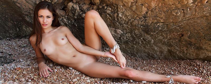 Demi Fray nad morzem