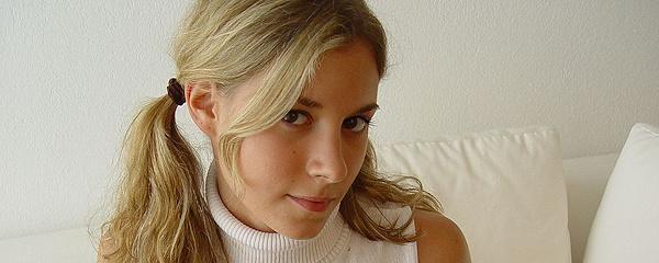 Dziewczyna w kozakach na szpilce