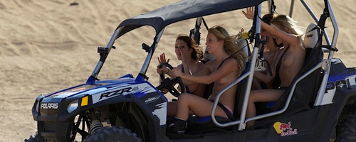 Dziewczyny z Playboy`a szaleją na pustyni