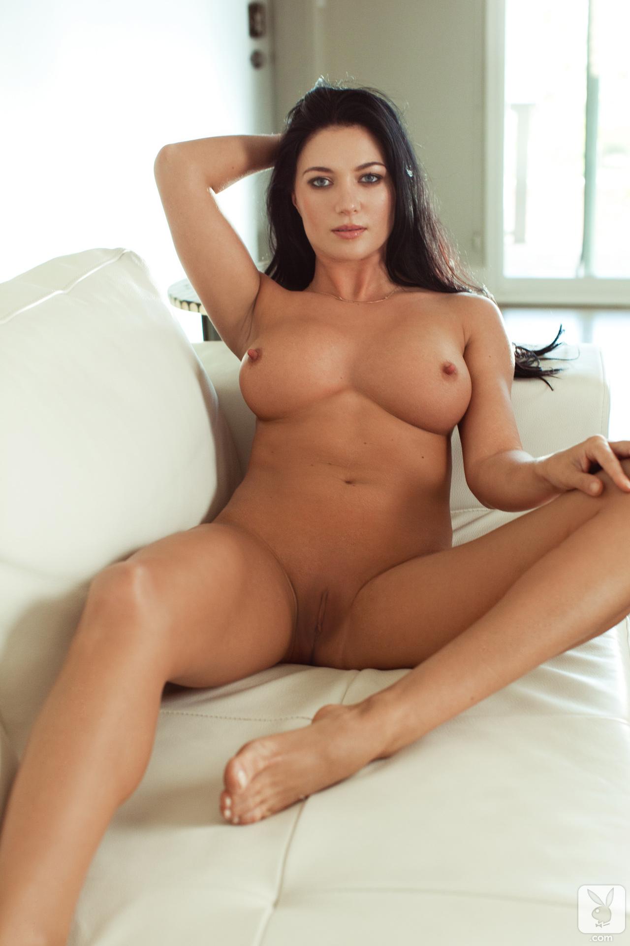 Смотреть порно с жаркой брюнеткой 22 фотография