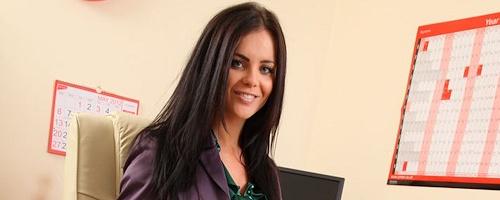 Emma Glover – Sekretarka w fioletowych rajstopach
