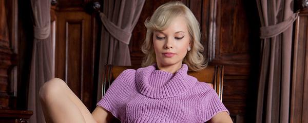 Feeona w obcisłym sweterku