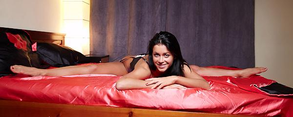 Gudrun – Szpagaty na łóżku