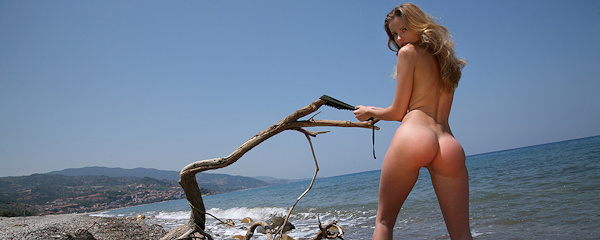 Irene Richie w plażowym kapeluszu