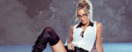 Jenni Lynn w okularach