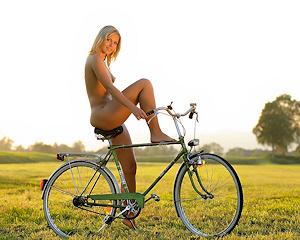 jenni-blonde-nude-bike-femjoy