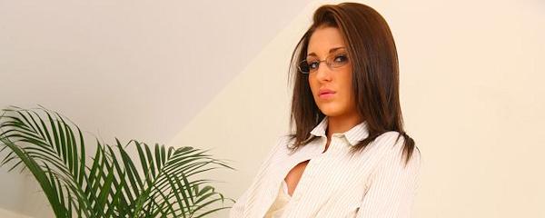 Jenny Laird w biurze