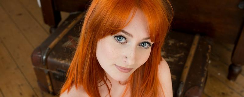 Jessica Lou – Płomieniście rude włosy
