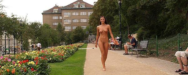 Jirina naga na ulicach Pragi (część 3)