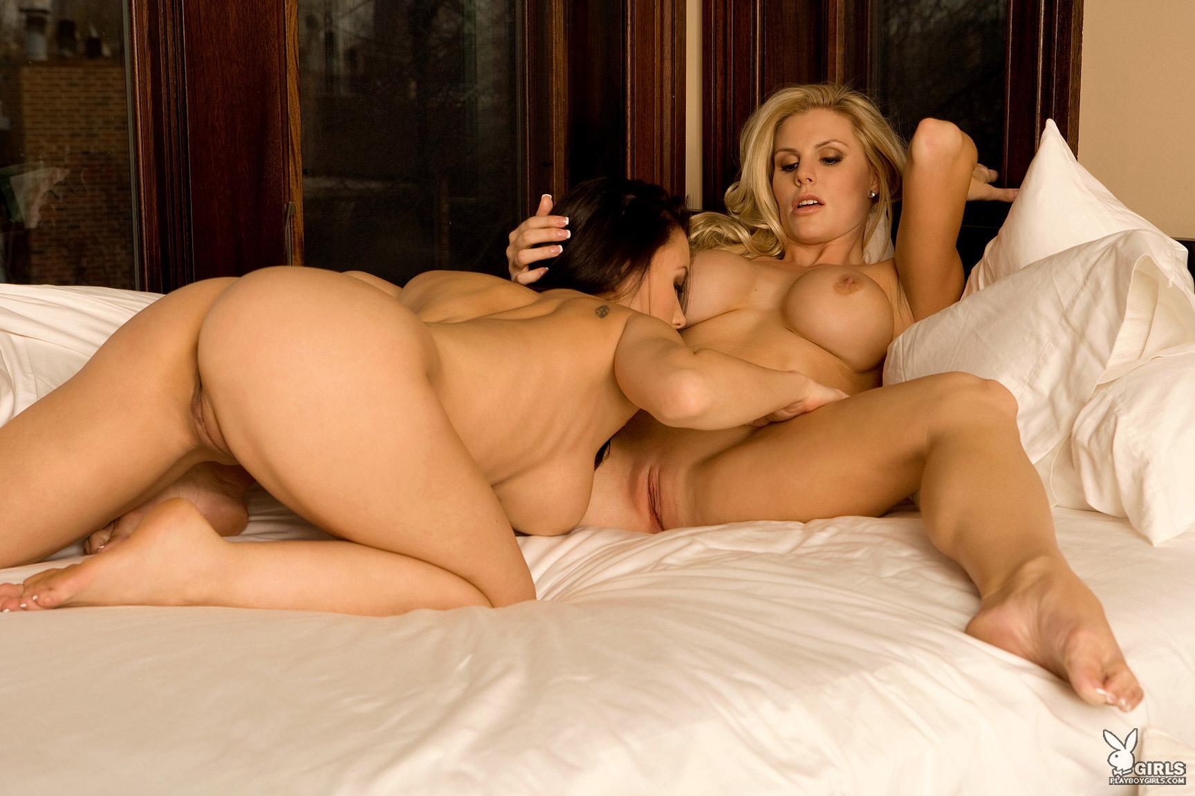 Секс красивая девушка секс брюнетка на кровати блондинка порно фото 11 фотография