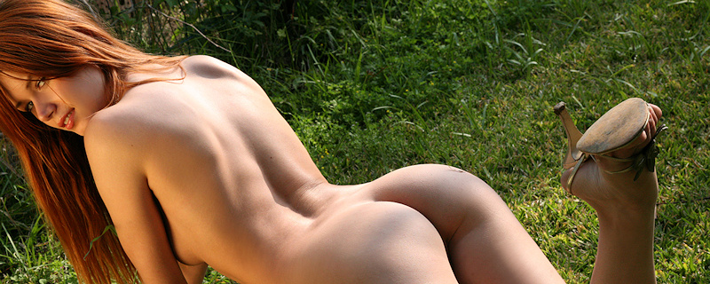 Kamila Hermanova w pomarańczowym bikini