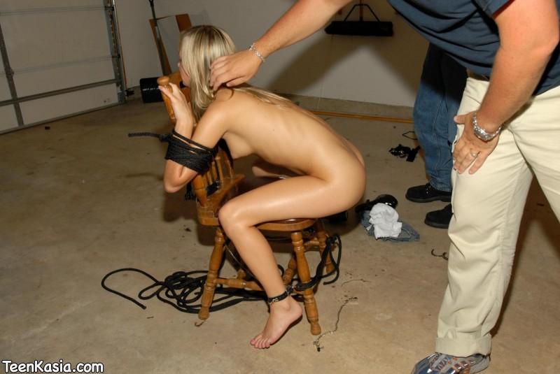Sam atada en silla con mordaza de bola - 3 part 8