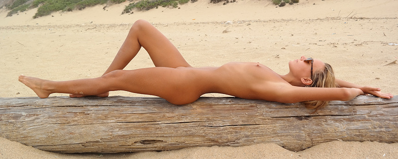 Katya Clover naga na plaży