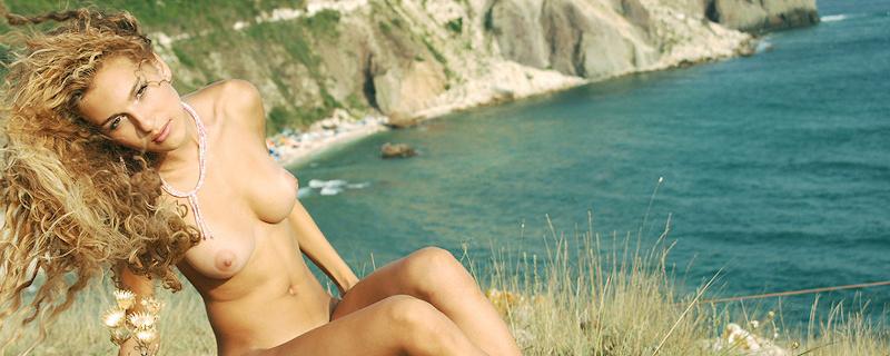 Katya naga na klifie