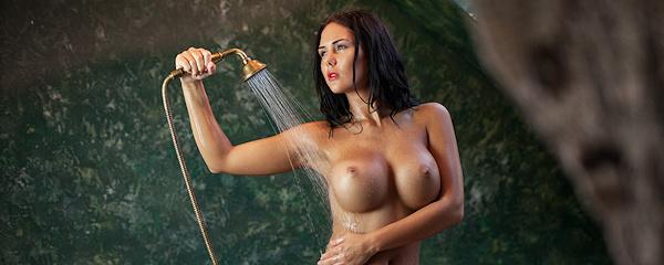 Kendra w wannie