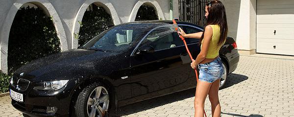 Kissy – Mycie BMW nago
