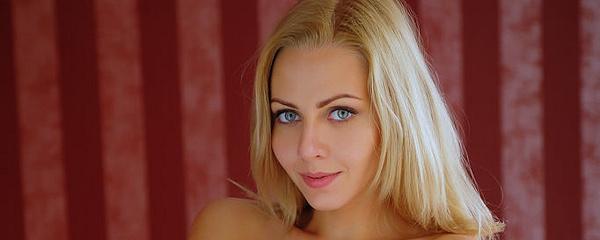 Lija – Blondynka w sypialni