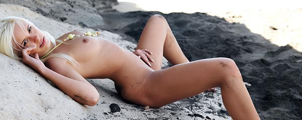Lola na plaży