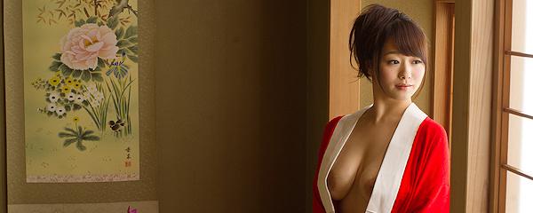 Marina Shiraishi – Czerwone kimono