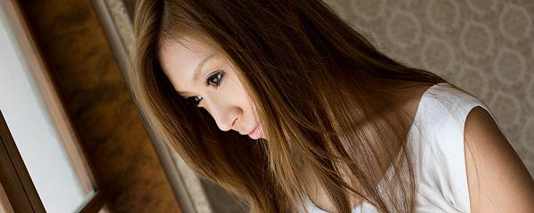 Mayumi Sendoh w jeansowej mini