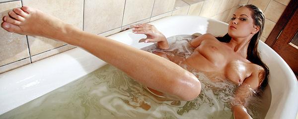 Mira – Kąpiel w wannie