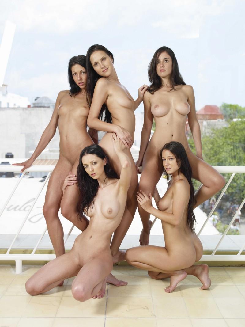 2 hot girls 663 - 3 7