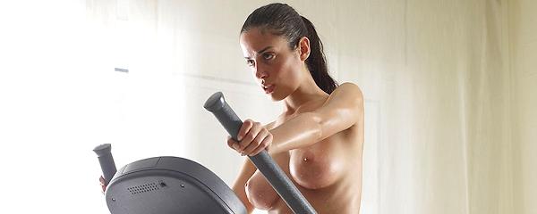 Muriel – Ciężki trening na crosstrainerze