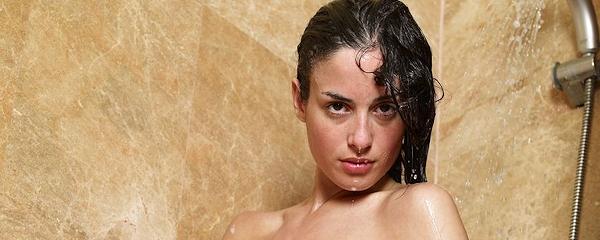 Muriel pod prysznicem