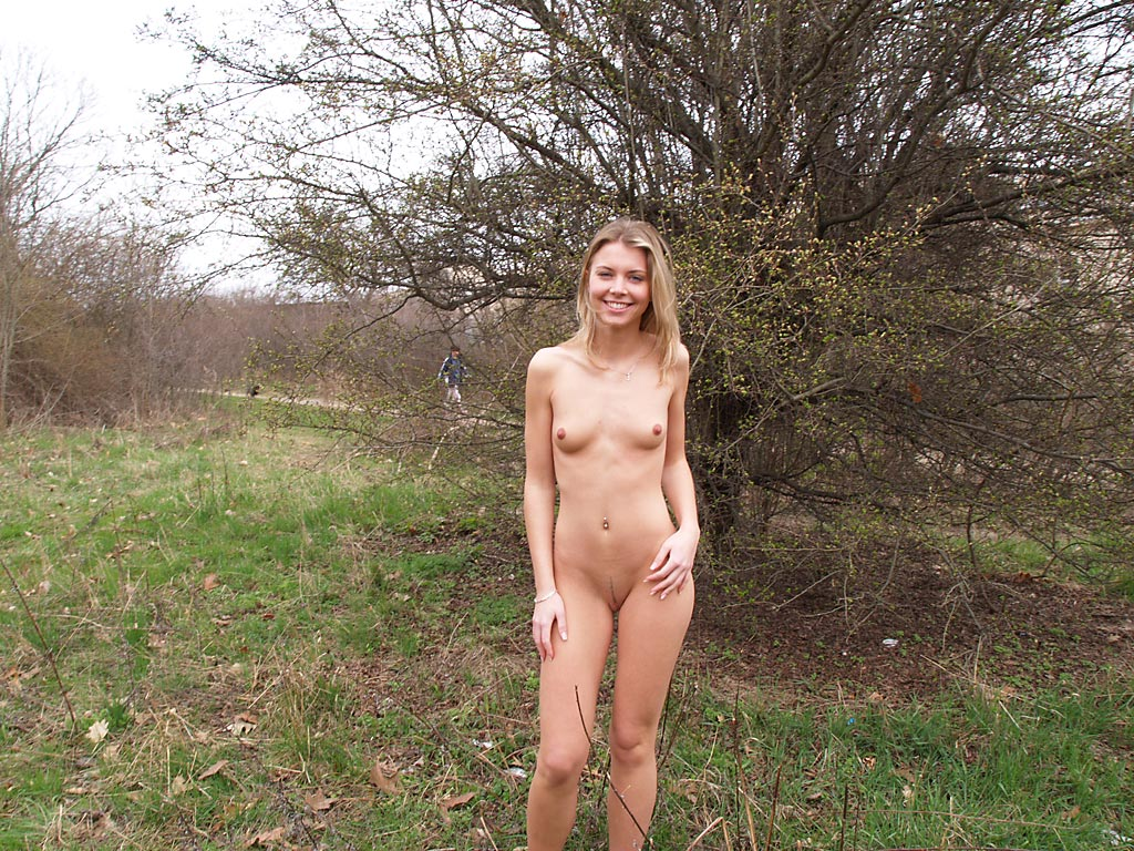Amateur blond dogging outside in the night 7